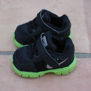 NIKE Fusion ST 2 Infant Size 3.5C Black/Neon Green